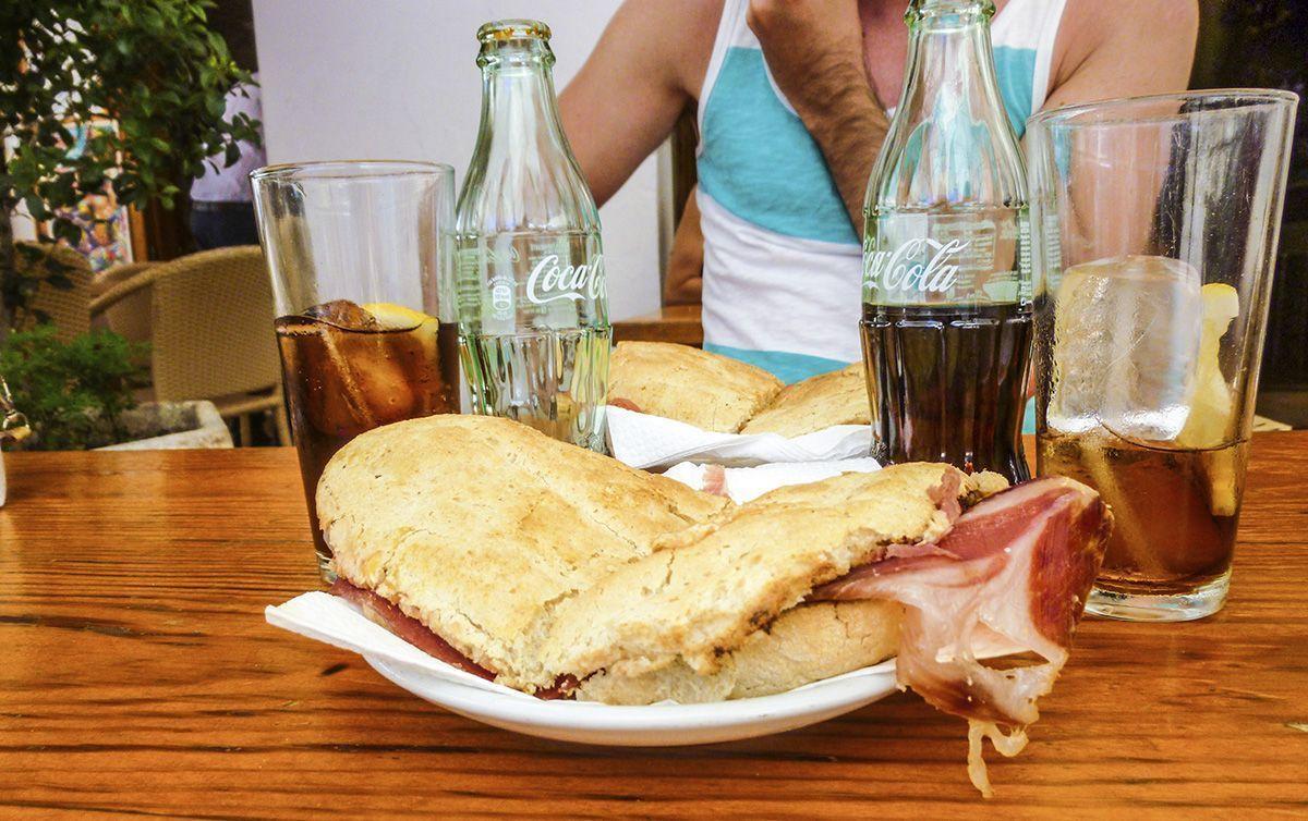 Qué haccer y ver en Ibiza- Bocadillo Bar Costa