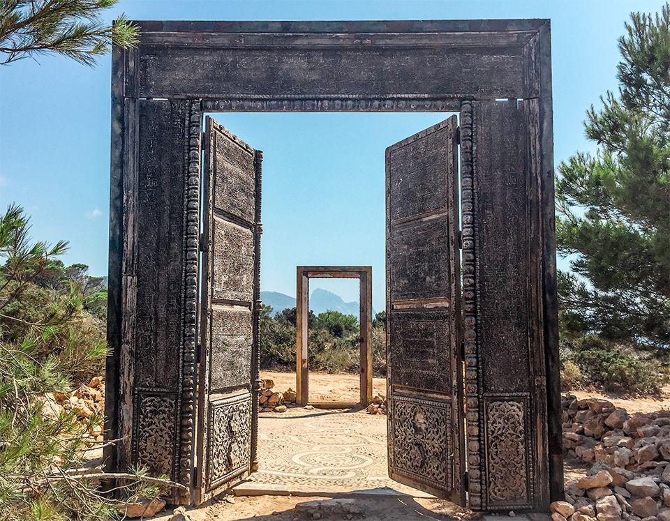 Puertas de Cala Llentia y monolitos cómo llegar